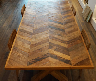 Table chevron